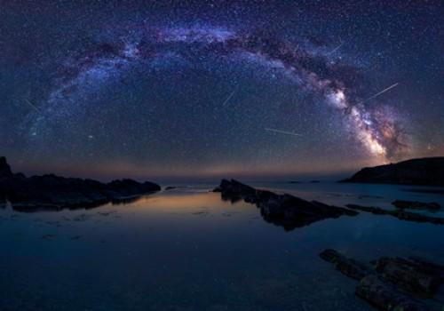 Bulgarien; der Goldstrand bei Nacht.